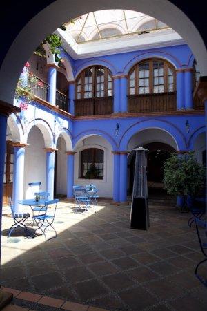 Parador Santa Maria la Real: Blue Patio/Courtyard