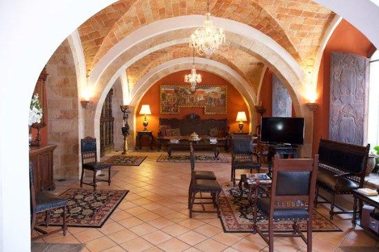 Parador Santa Maria la Real: Main Lobby