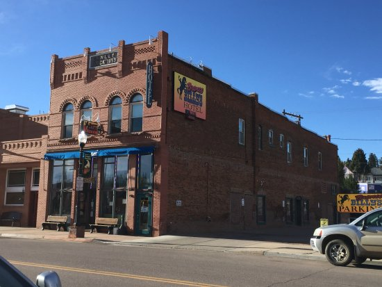 Bronco Billy's Hotel exterior view