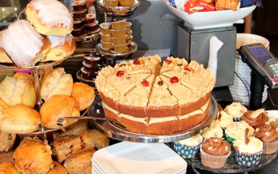 Fermoy, Irlanda: Fresh cakes, scones and cupcakes, treat yourself at Amber