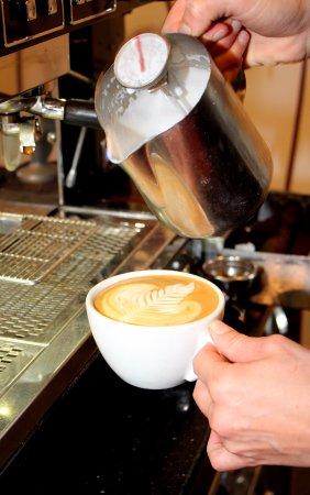 Fermoy, Irlanda: Coffee Art in the making
