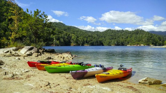 Rosman, NC: Lake Jocassee.....a true hidden treasure by Kayak!