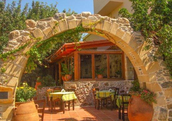 Sougia, กรีซ: Entrance to courtyard
