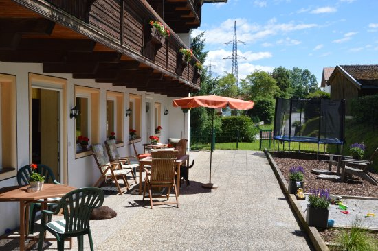 Niedernsill, Austria: Sunny terrace with sandbox and trampoline for kids
