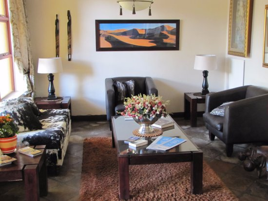 Upington, Sudafrica: One of two living rooms