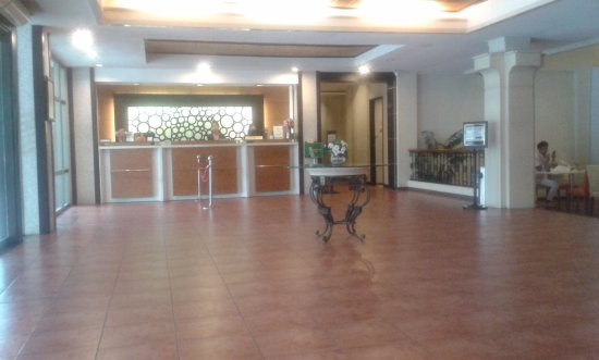 Circle Inn - Hotel & Suites: Lobby area