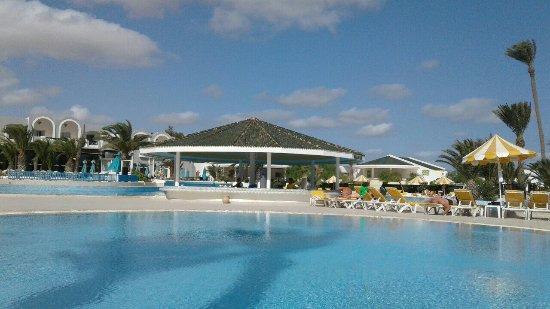 Holiday beach : image-0-02-01-aa5adf9359d6cfbba5393520e6f07817662414537ad96bc4f05dc5926a991eb7-V_large.jpg