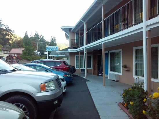 Dunsmuir Inn & Suites Hotel: View of hotel