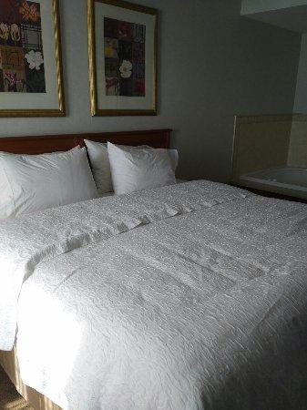 Aurora, IL: Whirlpool suite, room 4000
