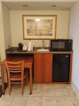 Aurora, IL: Whirlpool suite, room 4000