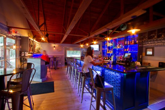 The Inlet Sports Lodge: Cost On-Site Restaurant (Bar Area)