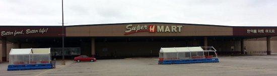 Niles, IL: Front of Super H Mart at a rare quiet moment
