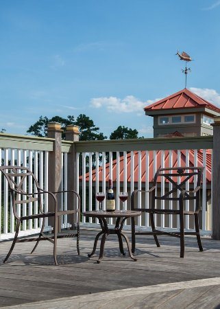 The Inlet Sports Lodge: Widow's Walk Rooftop Sitting Area