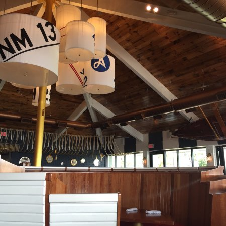 Harbor Springs, MI: Stafford's Pier Restaurant