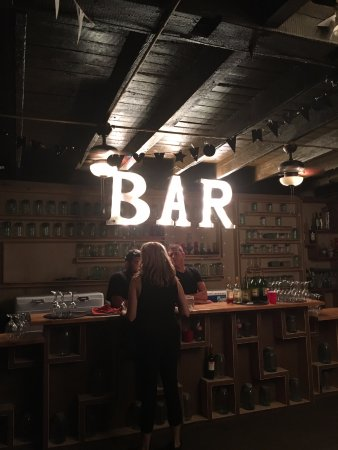 Austinburg, OH: Bar