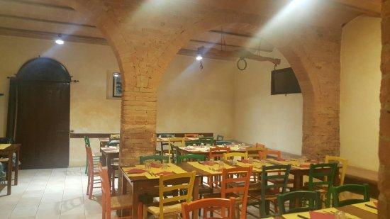 Monteroni d'Arbia, Itália: 20160923_201731_large.jpg