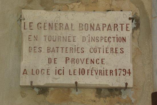 Le Bonaparte: c'est pourquoi on pense à Napoléon.....