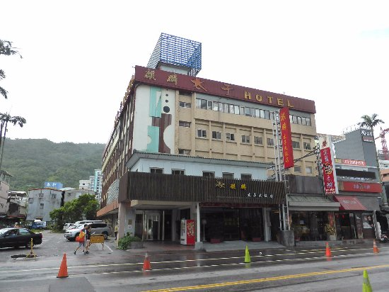 Kilin Prince Hotel : 飯店位在大街上