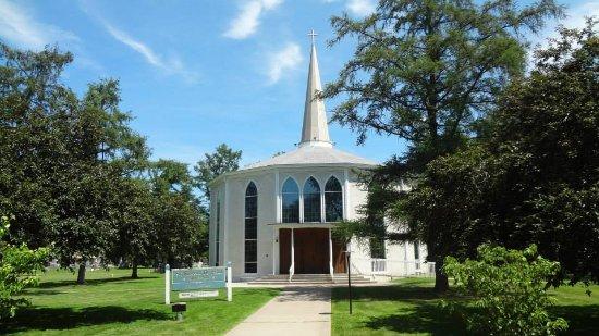 Tr¨s petite église dans laquelle ne peuvent rentrer que les