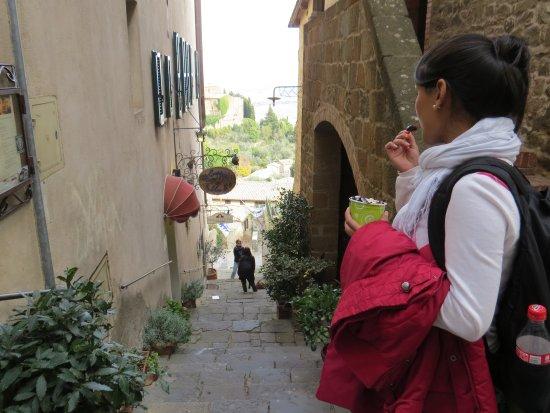Монтальчино, Италия: Ruelas de Montalcino!