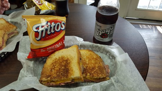 Morristown, Nueva Jersey: Fritos and Barq's is the best part of the meal.