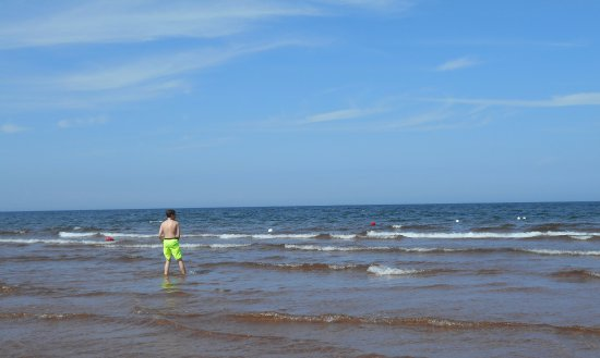 Brackley Beach, Kanada: jumping/running in waves is so much fun!