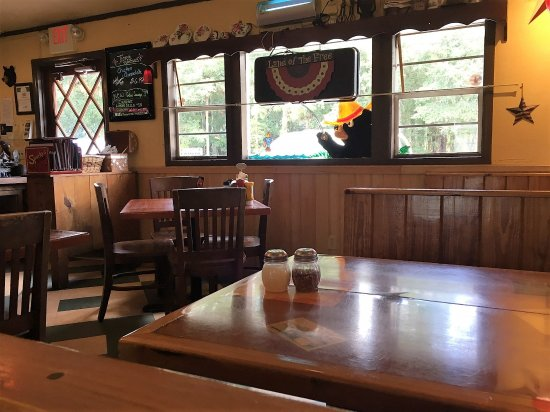 Astor, FL: Sparky's Interior