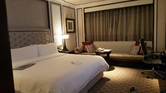 Plaza Athenee Bangkok, A Royal Meridien Hotel: 20160921_013218_large.jpg