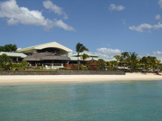 Le Meridien Ile Maurice: Le Meridien vue les pieds dans l'eau