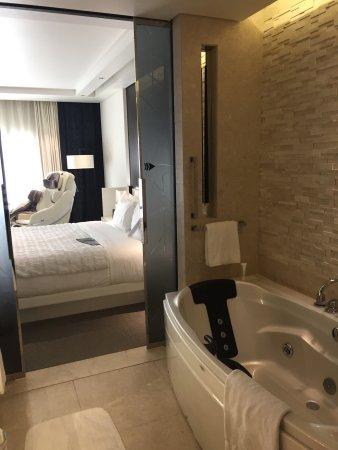 Le Meridien Dubai Hotel & Conference Centre: photo0.jpg