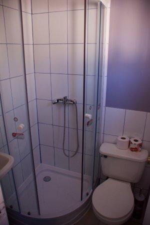 Hostal Maison de la Mer : Chambre matrimoniale - Salle de bain