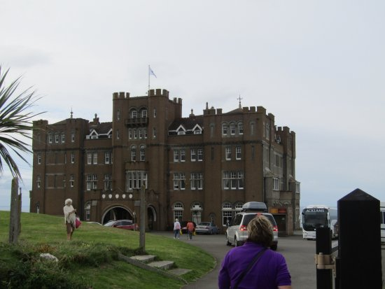 Camelot Castle Hotel: Front view of the hotel.