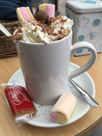 Whitchurch, UK: Lovely best hot chocolate just wish the manager would smile a bit more she can be quite off putt