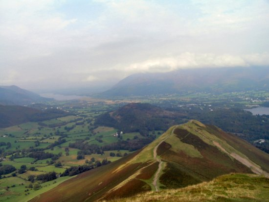 Catbells Lakeland Walk: Bassenthwaite on left and top of Derwentwater on right from the top of Cat Bells