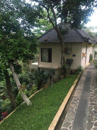 Beji Ubud Resort: Пошарпанная мебель