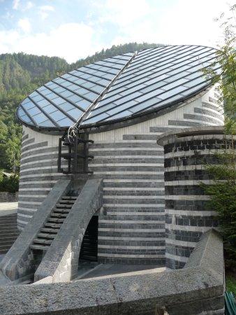 Mogno, Swiss: Parte anteriore