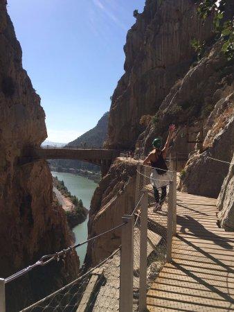 Алора, Испания: pasarelas se ve el puente colgante al fondo