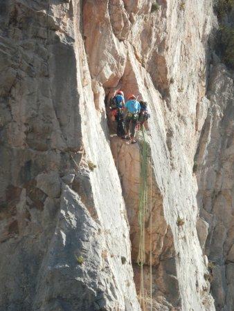 Alora, Spanien: Se ve gente que practica escalada
