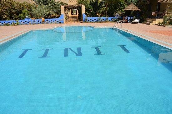 Auberge Tinit: une piscine et un jardin magnifique qui contournent l'auberge