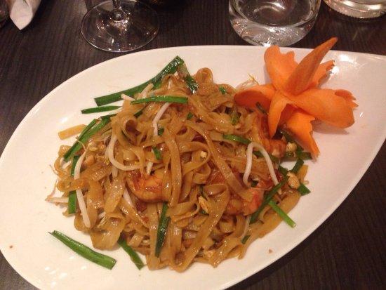 Levallois-Perret, فرنسا: Pad thai aux crevettes et porc au miel