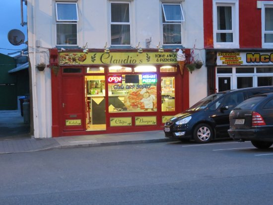 Millstreet, Irlanda: The restaurant is in the town square