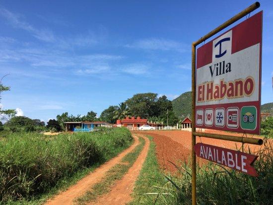Villa El Habano: Oprijlaan