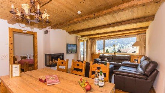 Romantik Hotel Schweizerhof Grindelwald : Residence Superior Suite mit Eigerblick im traditionellen Stil