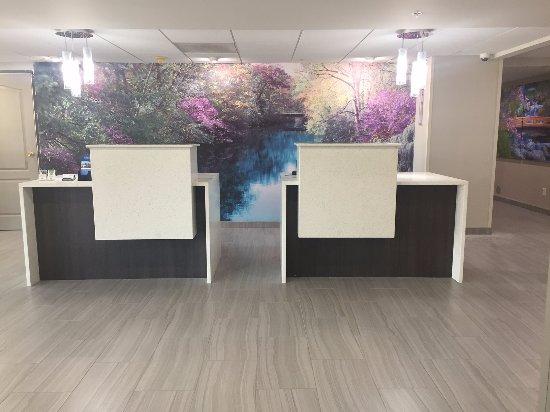 Effingham, IL: Front Desk