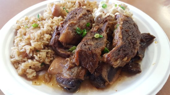Pearl City, Havai: Braised Shortrib with Fried Rice