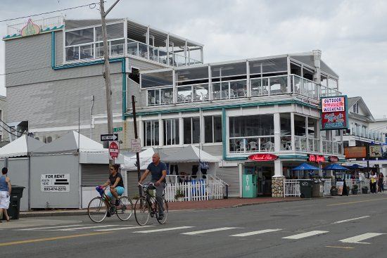 Sea Ketch Restaurant And Outdoor Decks Is Located In The Center Of Town