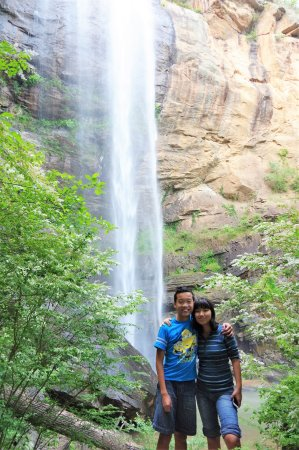 Toccoa Falls: KIDS IN FRONT OF THE TALL FALL