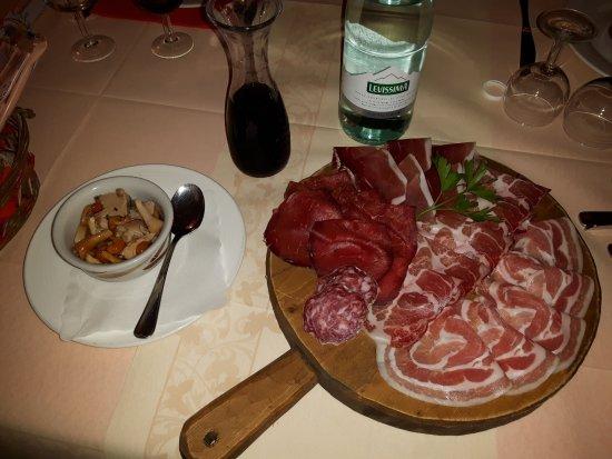 Valdisotto, Italie : Tagliere di salumi