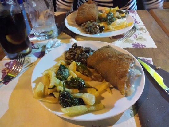 Taberna Salcedo : Cachopo de Ternera (dividido en dos platos porque era para compartir y nos lo prepararon así)