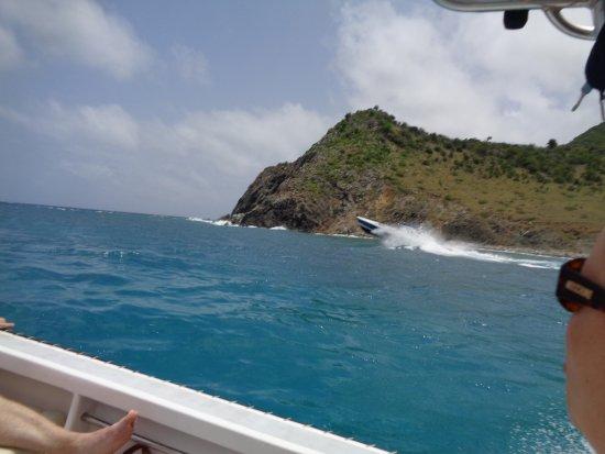 bahía de Simpson, St. Maarten: Check the speed of that boat